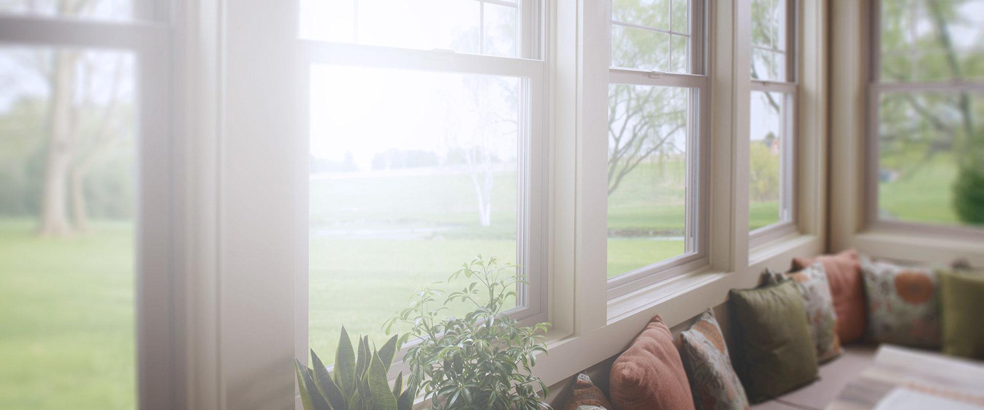 Изображение фоновое окно в коттедж